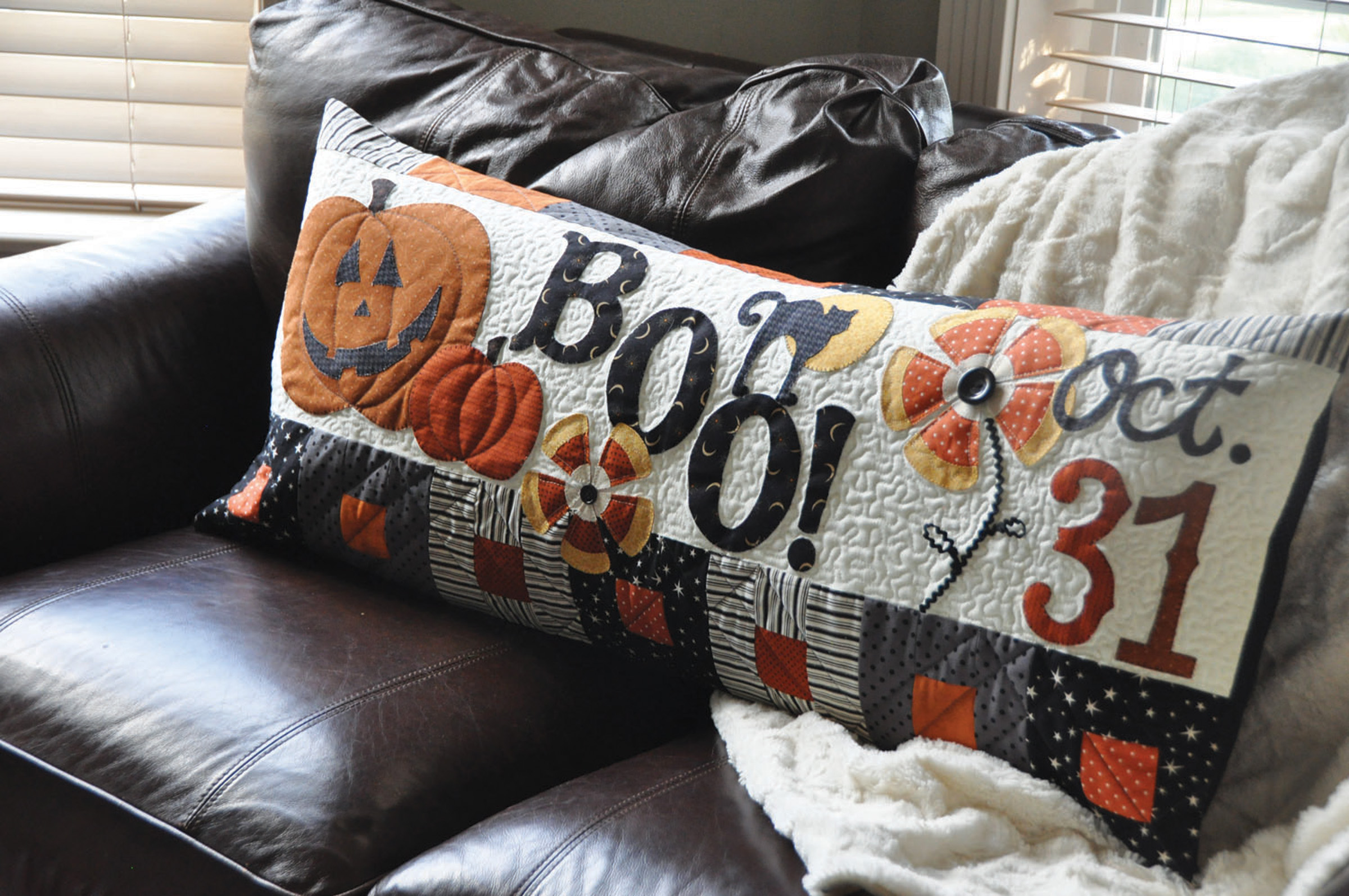 Pillow Halloween Boo